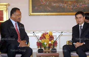 US Rev Jesse Jackson (L) talks with PM Abhisit Vejjajiva (R) during a meeting at Government House on Friday. Jackson is visiting Thailand on invitation of the International Peace Foundation as a keynote speaker