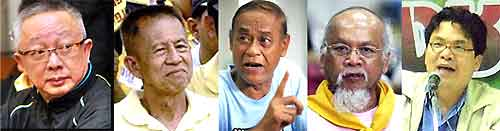L-R,  Sondhi Limthongkul, Major General Chamlong Srimuang, Phiphob Thongchai, Somsak Kosaisuuk, Somkeit Pongpaibul