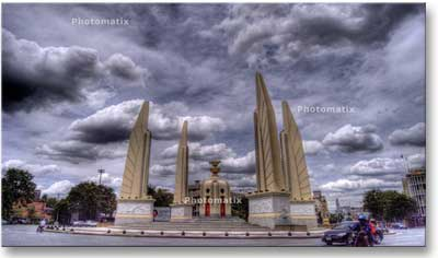 democracy_monument_cloudy