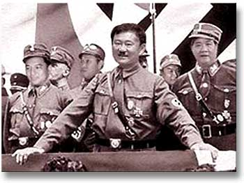 http://antithaksin.files.wordpress.com/2009/08/thaksin_hitler.jpg